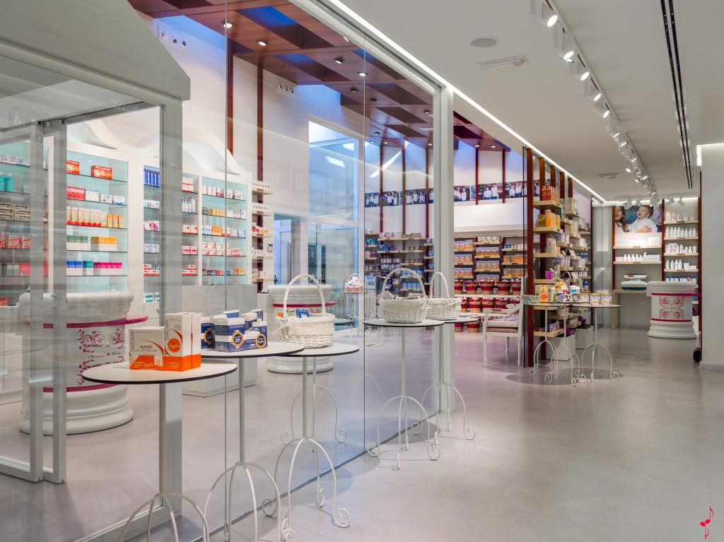 Milf en la farmacia en vestido violeta parte 1 6